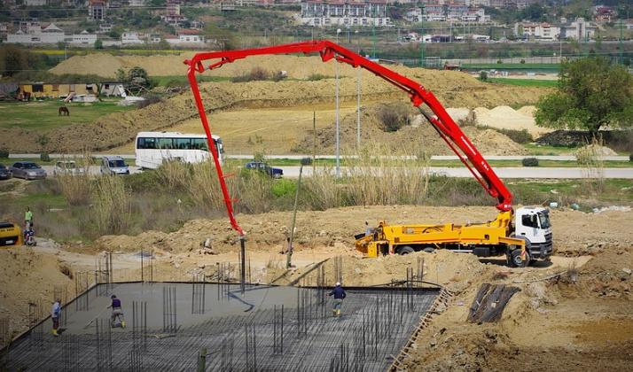 this image shows san diego california concrete line pumping crane